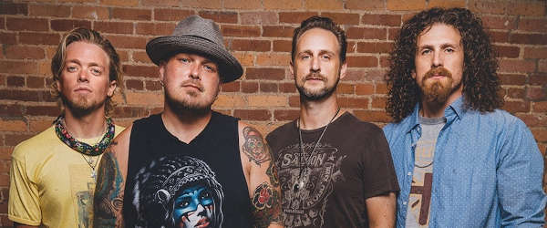 "Vídeo de Black Stone Cherry para ""In Love With The Pain"""