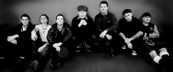 Dropkick Murphys actúan en un Fenway Park vacío junto a Bruce Springsteen