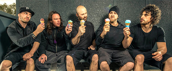 Gira española de Twelve Foot Ninja en abril
