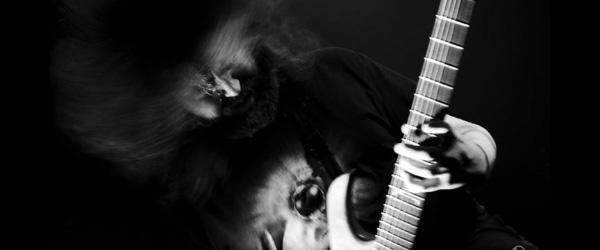 John Browne prepara su debut en solitario